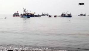 महाराष्ट्र: 40 स्कूली बच्चों को लेकर जा रही नाव समुद्र में पलटी, कई बच्चे मरे