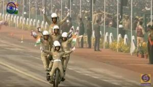गणतंत्र दिवस परेड: राजपथ पर नारी शक्ति ने लोगों को दांतो तले उंगुली दबाने को किया मज़बूर