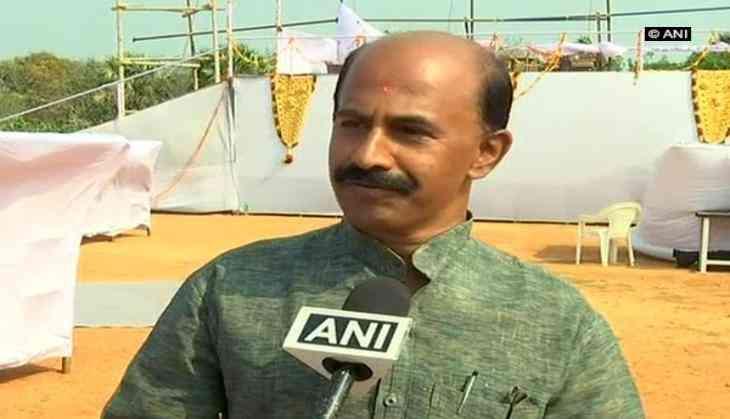 Mohan Bhagwat unfurls flag at school, defies Kerala govt