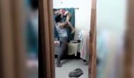 बेरहम बाप ने मासूम बेटे को जमकर धुना, मां बनाती रही वीडियो