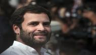 VIDEO: जब रोड शो के दौरान राहुल गांधी के गले में अचानक पड़ी माला...