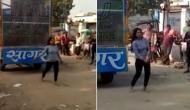 Video: प्यार में धोखा खाने वाली युवती ने प्रेमी के घर के सामने की ये हरकत