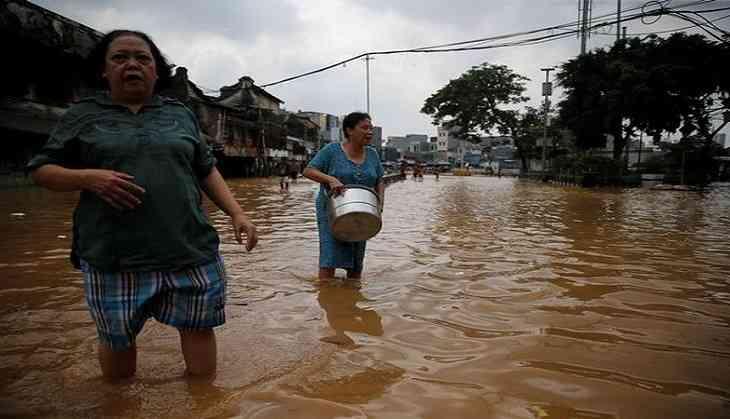 Floods hit Jakarta, thousands evacuated
