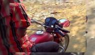 हौसले की उड़ान: बिना हाथ के 100 किलोमीटर की स्पीड से बाइक चलाता है पश्चिम बंगाल का ये शख्स