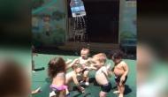 बच्चों की देसी मस्ती देखकर आप भी हो जाएंगे मस्त, वीडियो सोशल मीडिया में वायरल