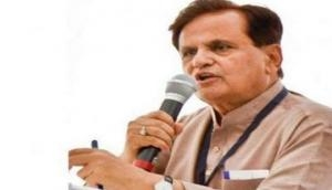 Ahmed Patel visits AICC officer, being raided by I-T officials; lands in controversy after picture emerges