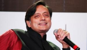 Shashi Tharoor tweets hilarious video of people banging plates ahead of 'Janta Curfew'