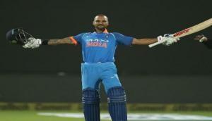 Ind v SA T20: फिफ्टी के बाद गब्बर ने पकड़ा शानदार कैच, साउथ अफ्रीका को लगा पहला झटका
