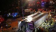 हांगकांग में बड़ा सड़क हादसा, बस पलटने से 18 लोगों की मौत