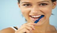 इन 5 चीजों से चमकाएं मोतियों जैसे दांत, महंगे दूथपेस्ट को बोले- बाय-बाय