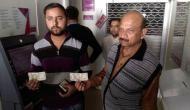 कानपुर में एक्सिस बैंक के ATM ने उगले ऐसे नोट, देखकर हैरान रह गए लोग