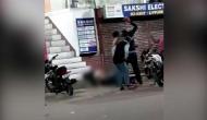 VIDEO: युवक का पैर टकरा गया फिर क्या उन्होंने हॉकी, रॉड, ईंटों से कूचकर जान से मार डाला
