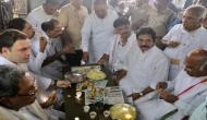 वीडियो : कर्नाटक में चुनाव प्रचार के दौरान पकौड़ा खाने में व्यस्त दिखे राहुल गांधी