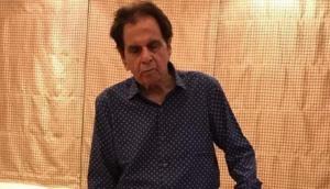 दिलीप कुमार की तबियत का हाल जानने पहुंचा उनका 'बेटा', शेयर की तस्वीर