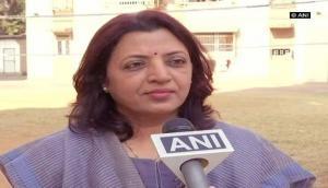 Shiv Sena's Manisha Kayende slams Maneka Gandhi over derogatory remark