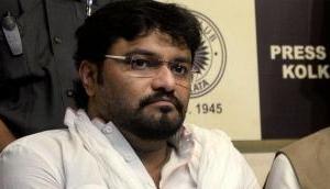 Union Minister Babul Supriyo loses cool, threatens to break man's leg at event