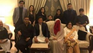 पाकिस्तान को विश्वकप दिलाने वाले प्लेयर ने पीएम बनने के लिए की 5 बच्चों की मां से तीसरी शादी!