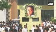 श्रीदेवी के आखिरी सफर की तस्वीरें, सड़कों पर अपनी चांदनी को देखने उमड़ी भीड़
