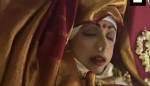 श्रीदेवी की आखिरी तस्वीर आई सामने, दुल्हन की तरह सजाई गईं रूप की रानी