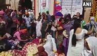 VIDEO: वृंदावन की विधवा महिलाओं ने 'कान्हा' के साथ खेली मनमोहक होली
