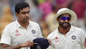 अश्विन-जडेजा के क्रिकेट करियर पर मंडराया खतरा ! कोच रवि शास्त्री ने कही बड़ी बात