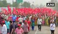 Maharashtra farmers march throwing traffic out of gear in Bhiwandi
