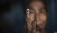 कर्नाटक चुनाव: वोट डालने गयी मुस्लिम महिला से जबरदस्ती उतरवाया बुरका, फूट-फूटकर रोई