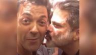 अनिल कपूर ने बॉबी देओल को KISS किया तो शर्म से लाल हो गए सलमान खान, वीडियो वायरल