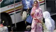 ऋतिक के बाद अब गली-गली घूम रहींं हैं अनुष्का शर्मा, तस्वीरें वायरल
