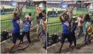 VIDEO: कार्तिक के छक्के के बाद श्रीलकांई दर्शकों ने किया मजेदार नागिन डांस