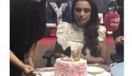 Video: सामने रखे बर्थडे केक को काटने को तैयार नहीं थीं रानी, बताई ये वजह