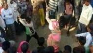शर्मनाक: पंचों के तुगलकी फरमान पर पति ने बीवी के साथ की हैवानियत, तमाशबीन बनी भीड़