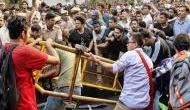 JNU के 1000 छात्रों पर पुलिस ने बरसाई लाठी, अपनी मांगों के लिए निकाल रहे थे मार्च