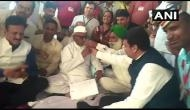 Anna Hazare ends his 7 day long fast after CM Devendra Fadnavis accepts the demands