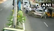 VIDEO: जब चेकिंग कर रहे पुलिस वालों पर शराब में धुत शख्स ने चलाई गाड़ी...