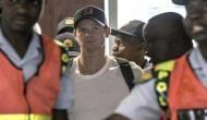 Video: एयरपोर्ट पर स्मिथ को करना पड़ा हूटिंग का सामना, वॉर्न ने बताया शर्मनाक