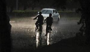 दिल्ली-NCR में फिलहाल टला तूफान का खतरा, अन्य जगहों पर आ सकता है कहर