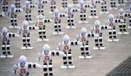 VIDEO: संगीत की धुन पर थिरके 1300 से अधिक रोबोट, बनाया गिनीज वर्ल्ड रिकॉर्ड