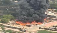 गाजियाबाद: इंदिरापुरम के कनावनी स्लम में लगी भीषण आग