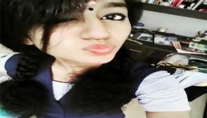 सोशल मीडिया पर प्रिया प्रकाश का पाउट पोज वायरल, देखें तस्वीरें