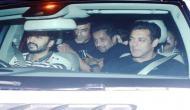 सलमान ने जेल से बाहर आने के बाद दोस्तों के साथ की बर्थ डे पार्टी, देखें तस्वीरें