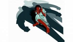 उन्नाव दुष्कर्म पीड़िता के गांव की एक महिला के साथ हुई छेड़खानी, पुलिस ने कहा- रेप हो तब आना