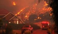 कैलिफोर्निया: जंगल की आग में गईं 9 लोगों की जान, एक लाख से ज्यादा को छोड़ना पड़ा घर