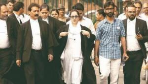 कठुआ गैंगरेप: इंसाफ के लिए सुप्रीम कोर्ट पहुंची वकील की ये तस्वीर हुई वायरल