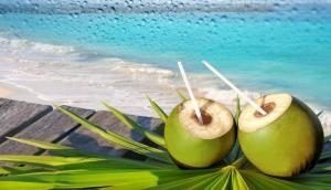 शरीर की प्लेटलेट्स अगर तेजी से हो रहीं हैं कम, तो नारियल पानी है बड़े काम की चीज