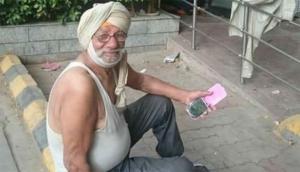 दिल्ली की सड़कों पर रहने को मजबूर है Oxford यूनिवर्सिटी का ये प्रोफेसर, चौंकाने वाली है वजह