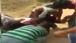 बिहार: नाबालिग लड़की को सरेआम नोच रहे थे दरिंदे, वीडियो देखकर रूह कांप जाएगी