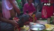 इस अनोखी शादी को देखने उमड़ी लोगों की भीड़, ऐसे हुआ मुर्गा-मुर्गी का विवाह