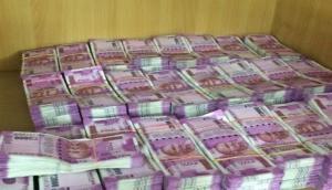 कर्नाटक चुनाव में इलेक्शन कमीशन की सख्ती: करोड़ों की नकदी और शराब जब्त