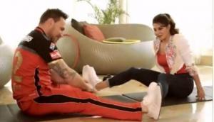 Video: जब जैकलीन ने लिया RCB के खिलाड़ियों का फिटनेस टेस्ट, देखिए फिर क्या हुआ